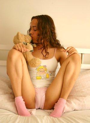 Teen Girls Licking Pussy